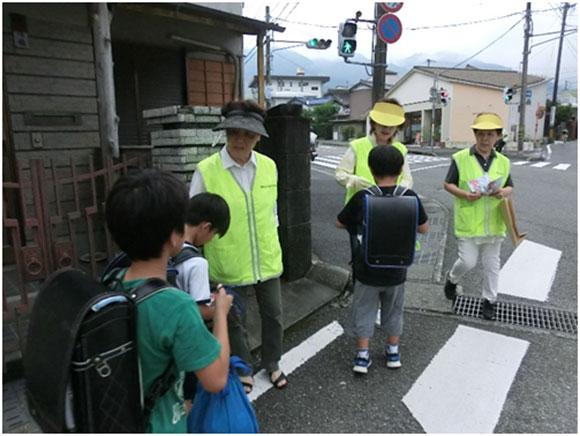 横断歩行者の保護・交通事故防止啓発活動の実施