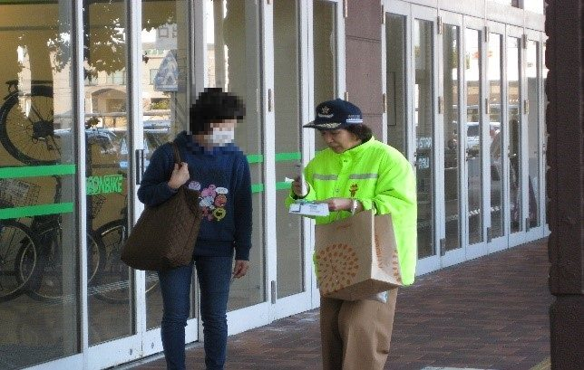 「横断歩道SOSの日」における街頭啓発活動